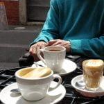 """""""Sestra je fotografirala ravno v tistem trenutku, ko sem pomotoma udarila po mizi. Poglejte kavo."""""""